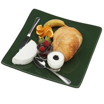 Выбирая ингредиенты для первого завтрака в году не забывайте, что в планах не только накормить любимого, но и с помощью завтрака окончательно его разбудить… и возбудить